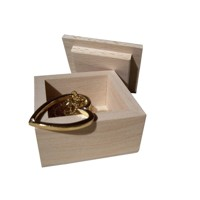 Jewellery box with detachable lid