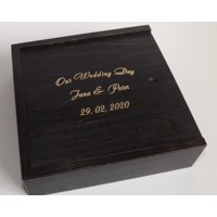Wooden box for photograps and a USB-Stick with engraving